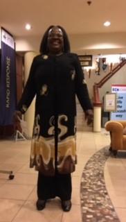ホテルロビーで出会った素敵なドレスの人。黒留め袖をリフォームするときの参考に!