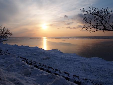 オホーツク海を染める夕日