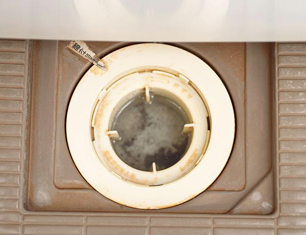 お風呂の排水口のぬめりを落とす方法