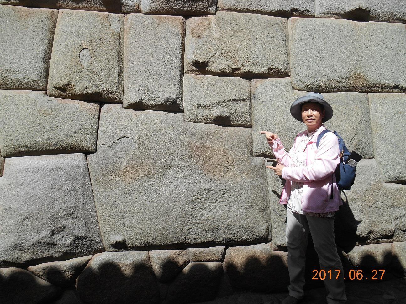 クスコ 12角の石