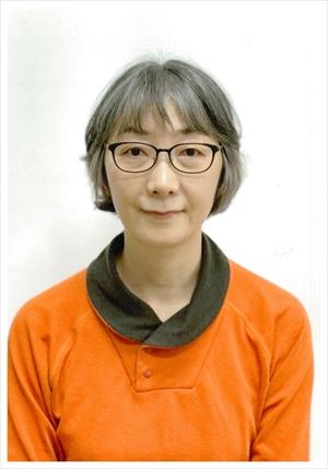 石井仁美さん58歳 グレイヘア挑戦前の写真