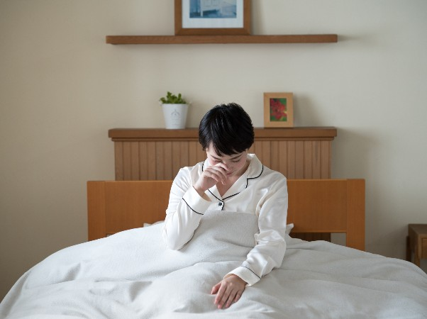 睡眠不足だと太るって本当?