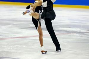 フィギュアスケートの衣装っていくらくらいするの?