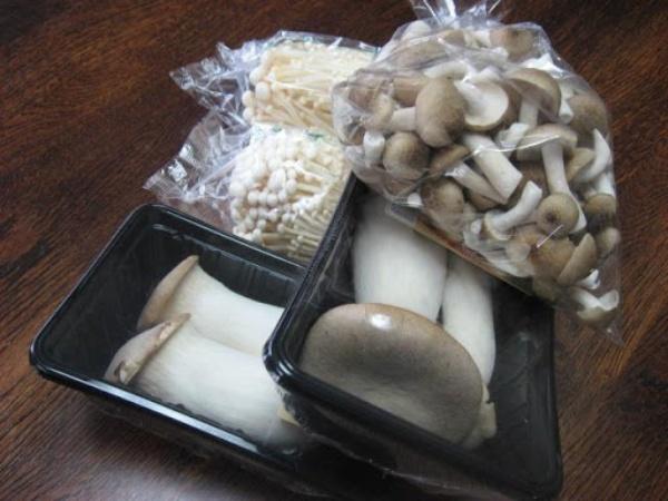 今回使用したキノコ  エノキ、シメジ、エリンギ