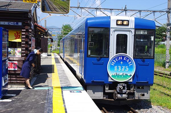 観光列車「HIGH RAIL 1375」はJR線標高最高地点1375mを通ることから