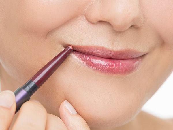 【行程6】リップペンシルで上唇を足す