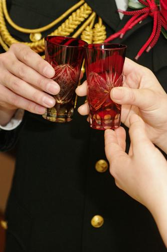 江戸切子のグラスで乾杯