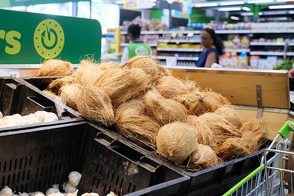 ココナッツはスリランカ料理に欠かせない