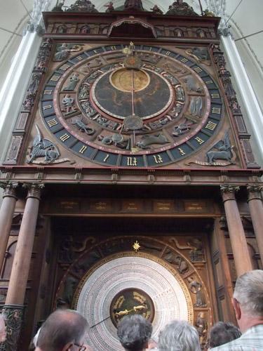 聖マリエン教会の祭壇裏の天文時計。