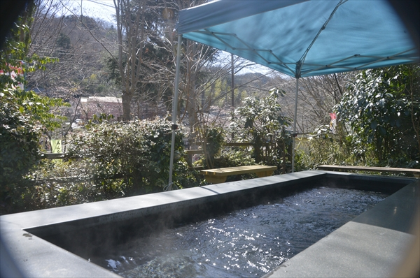 イタリアンレストランの庭にある足湯