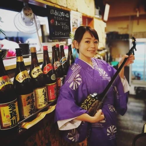 西山 朝子(にしやまあさこ)さん 琉球三線奏者