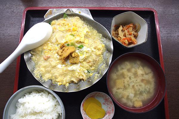 郷土料理の「ホタテ貝焼みそ」定食と「けの汁」