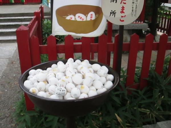 お役目が済んだ卵の奉納