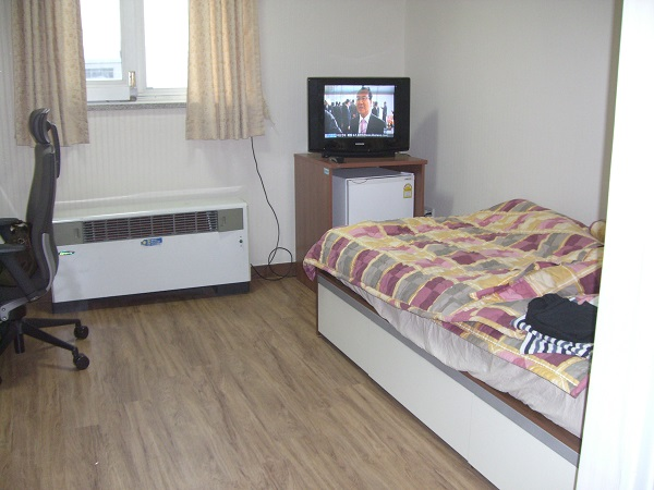 滞在した学生寮の一人部屋