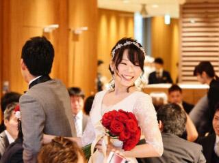 結婚式の娘。幸せそうです。