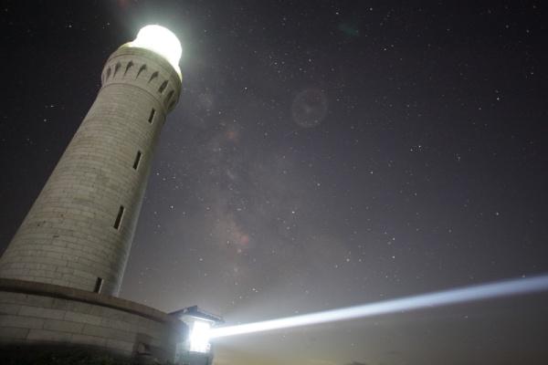 角島の夜を見守る灯台の光に感動