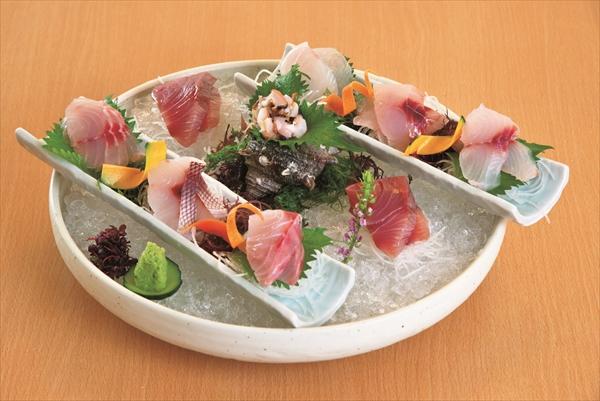 人気の「さざえ入り おまかせ地魚 九種盛」。いろいろな食感が楽しめます!ー赤沢日帰り温泉館