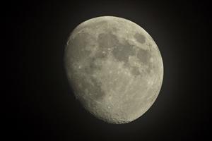 月はなぜ落ちてこないの?