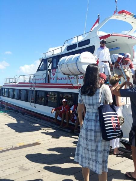 高速ジェット船に乗ればあっという間にレンボンガン島にトリップできます