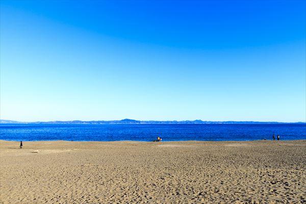 砂浜でただただ海を見つめているだけでも癒されます