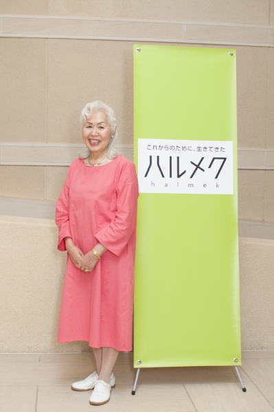 鮮やかなピンクのドレス