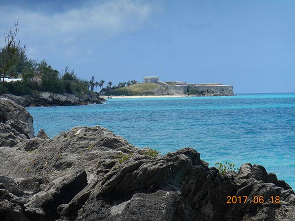 島のあちこちに要塞跡と砲台跡が残っています