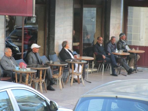 昼のカフェ