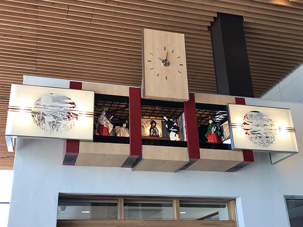 飯山駅の改札外にあるからくり時計