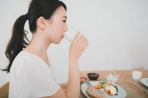 花粉症対策におすすめの飲み物って何?