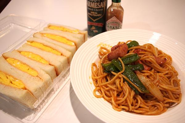 喫茶モカのナポリタンスパゲティー(あばずれの食べ物)とたまごサンド