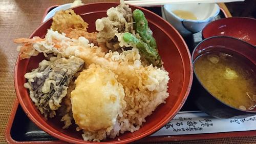 食堂「だるま」の金目天ぷら丼