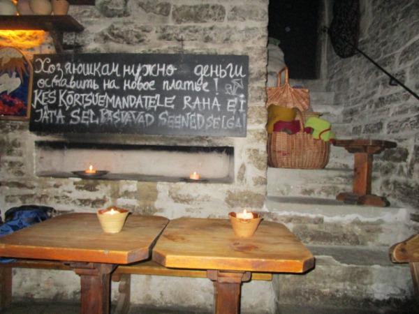エストニア・タリンの中世風の食事