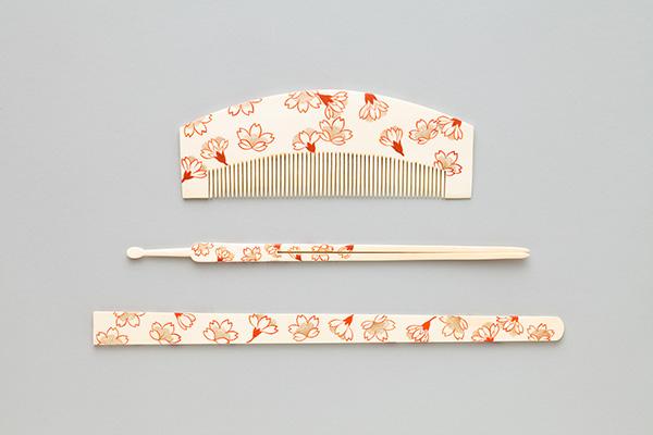 《桜花文様象牙櫛・簪・笄》江戸時代 澤乃井櫛かんざし美術館蔵