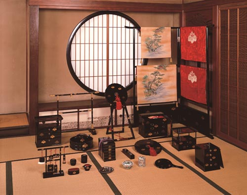 「五三桐紋蒔絵婚礼化粧道具」明治時代 ポーラ美術館蔵