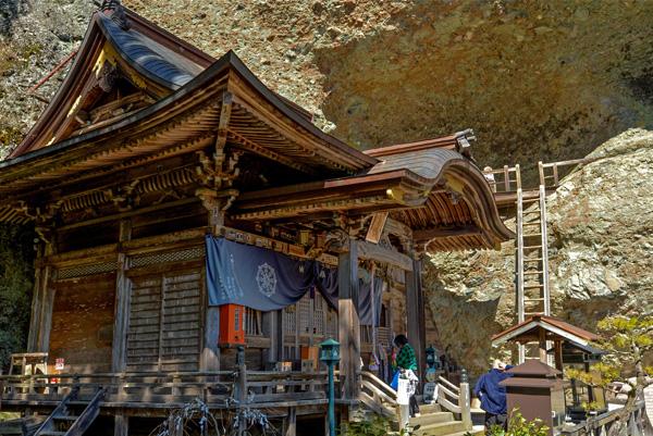 札所ごとの景観を楽しめるのもお遍路の醍醐味(第45番札所・岩屋寺)