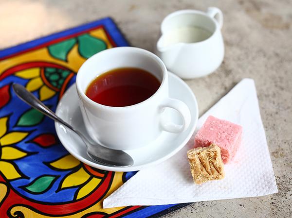 お茶とちょっとしたお菓子、欠かせない日常のひとコマ