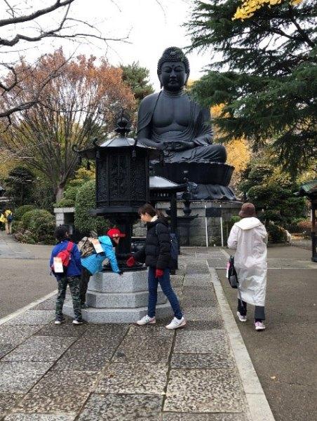見事な紅葉と東京大仏