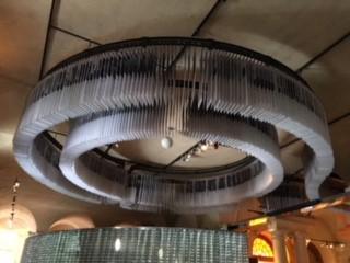 天井からぶら下がっているのは、歴代のノーベル賞受賞者のパネル