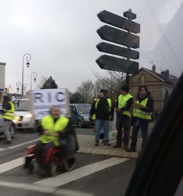 パリ郊外のデモ