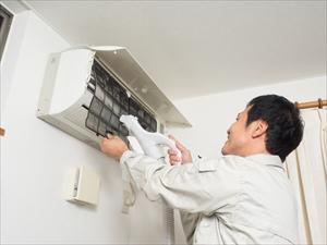 エアコンを掃除すると電気代は安くなるの?