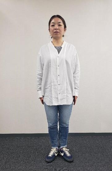 お題は、「白シャツ+ジーンズ」というド定番コーディネート。定番ながら、スタイルの良し悪しでおしゃれ度にかなーり差がつく要注  意な組み合わせです。