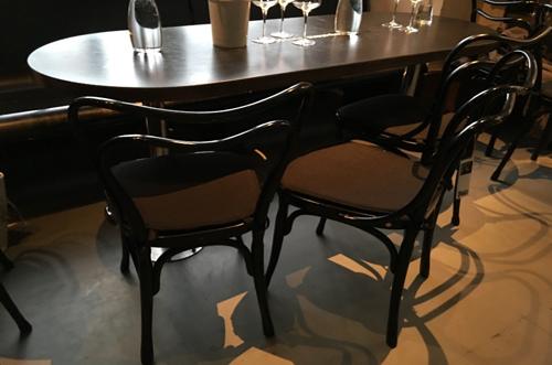 こんな感じの喫茶室の椅子