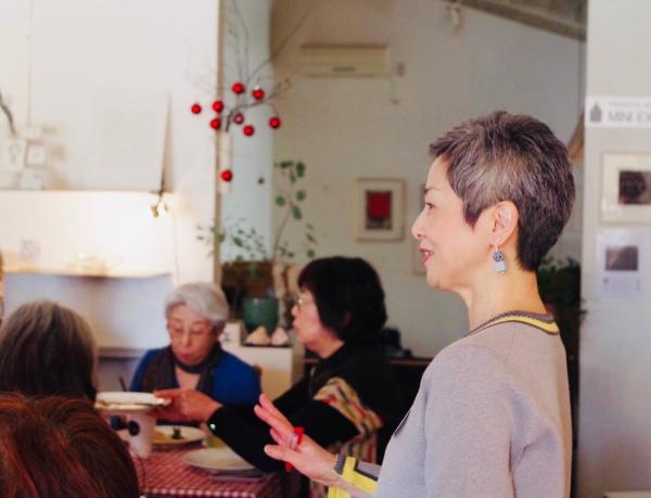 交流会ではおいしいランチを共にしながら、グレイヘアの情報を交換