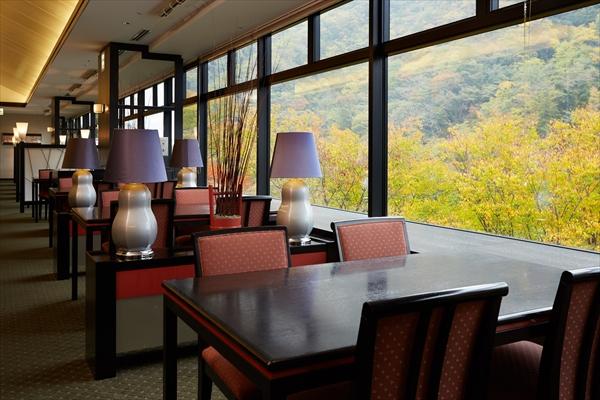 レストラン「つつじの茶屋」