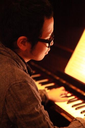 須藤信一郎さん(ピアノ)