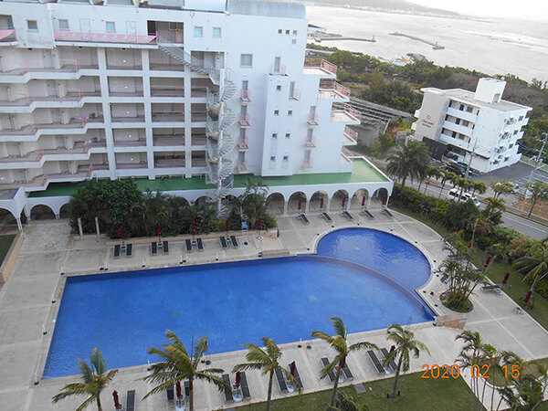 沖縄のホテルの部屋からの眺め