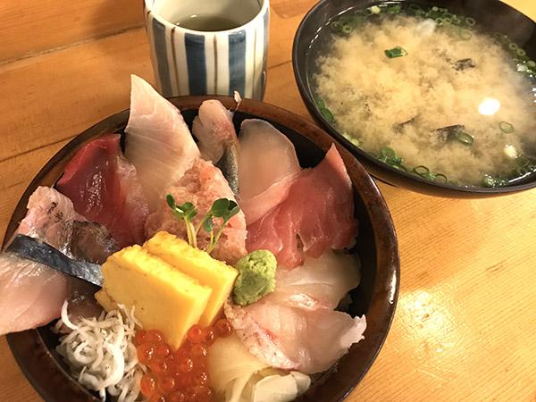 海花亭の海鮮丼