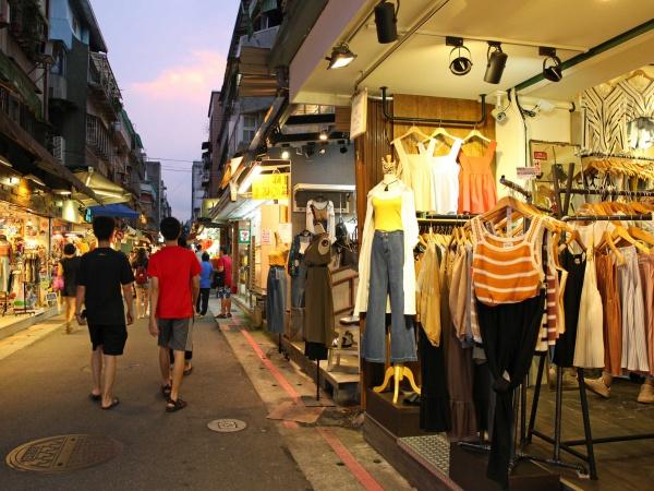 人通りの絶えない台北の夜市