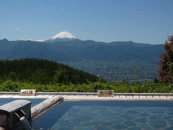 天気が良いと富士山がくっきり!眼下の建物がジオラマのよう