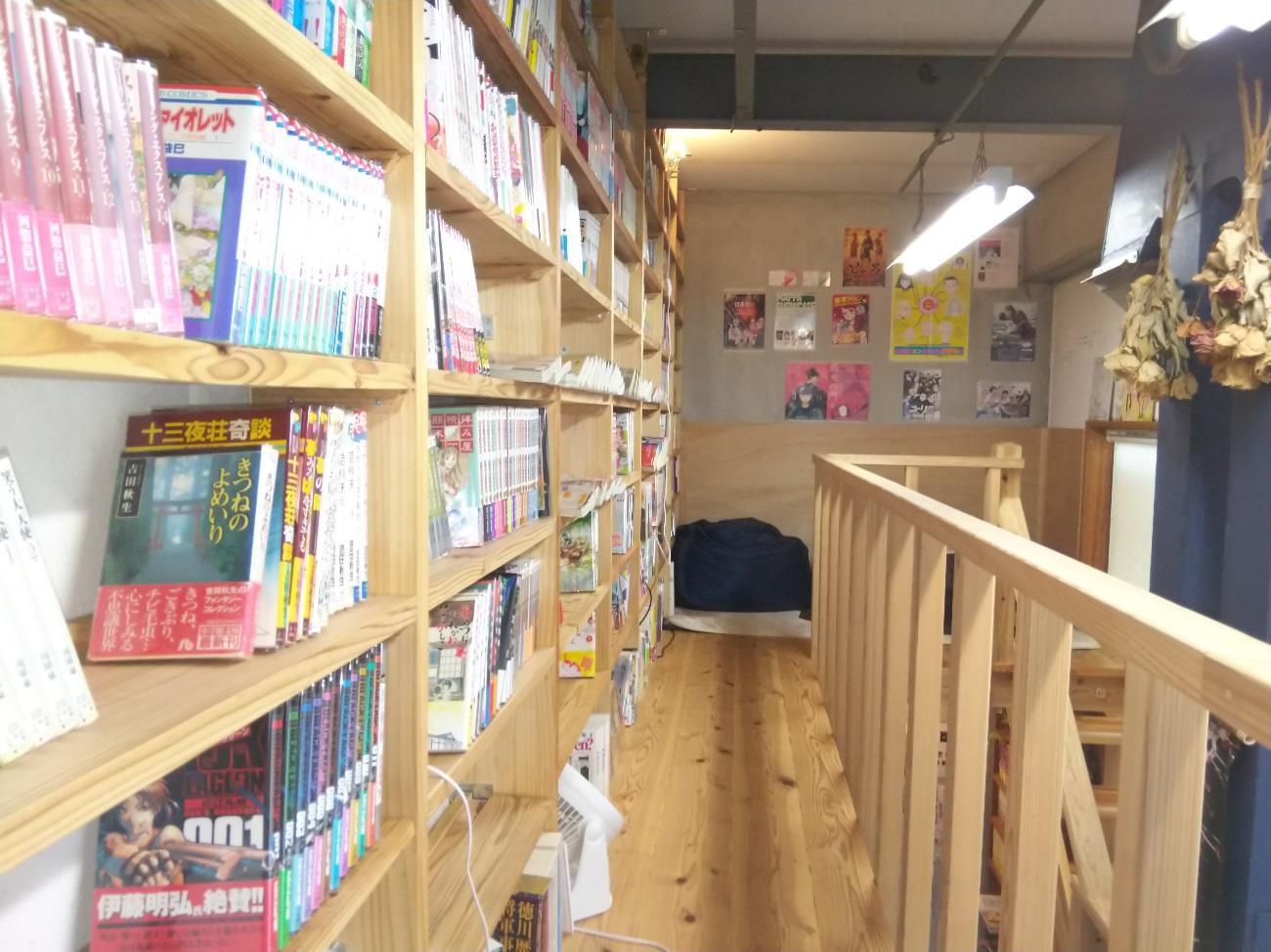 二階の本棚